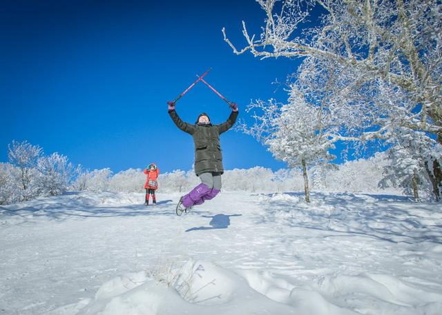 行摄雾凇岛奇景,铭山绿洲滑雪场激情滑雪,长白山泡养生温泉,镜泊湖冬捕