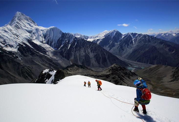 攀登贡嘎山最美的5588米卫峰,那玛峰