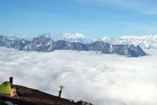 最美观景平台-牛背山徒步摄影