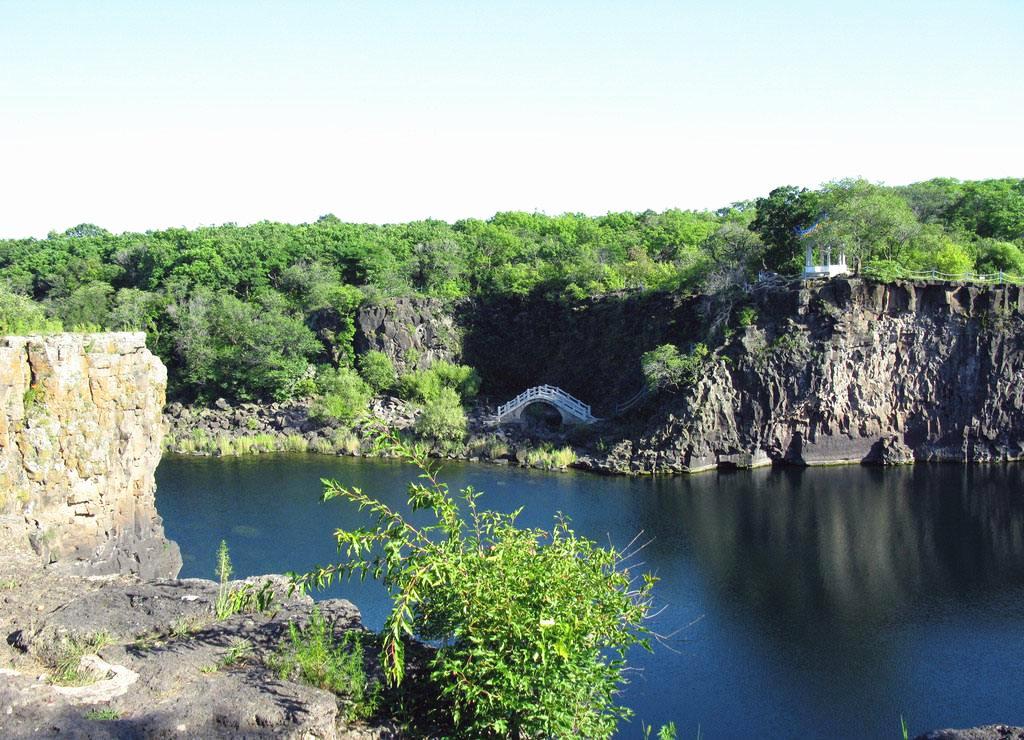 徒步镜泊湖,纵赏美丽大峡谷