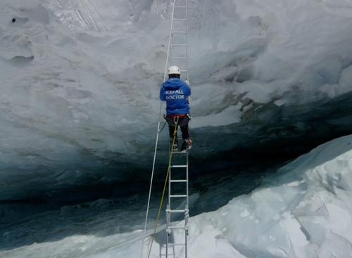 冰川医生:用生命在搭建通往珠峰的路