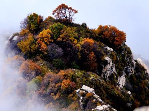 峭崖耸立奇峰连山,千峰山一日轻装穿越