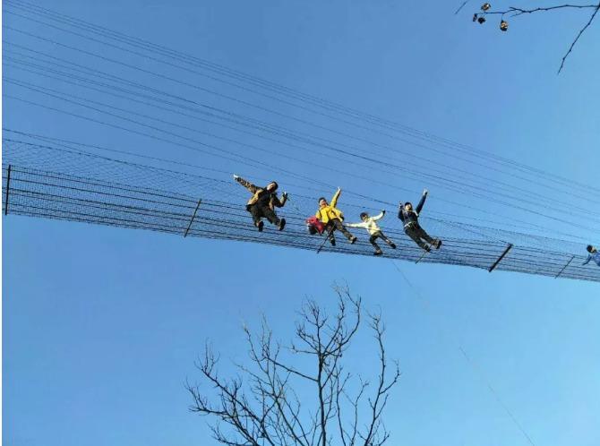 玻璃栈道弱爆了,铁索飞渡才是考验胆量的正确打开方式~~1月7日再战洞阳坡吊桥群,有胆你就来.