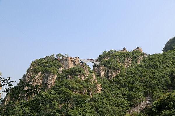 天云山风景区是平铺在高山之巅上的一幅美丽的画卷,寓雄险,奇特,幽静