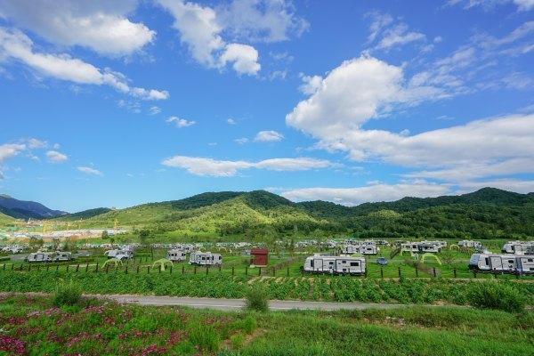 """「房车基地」在北京邂逅离你最近的""""瑞士小镇""""——海坨山谷"""
