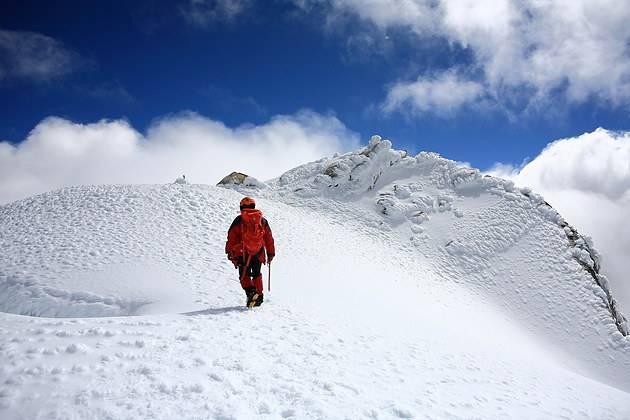 勇者挑战,登顶哈巴雪山,初级雪山攀登体验