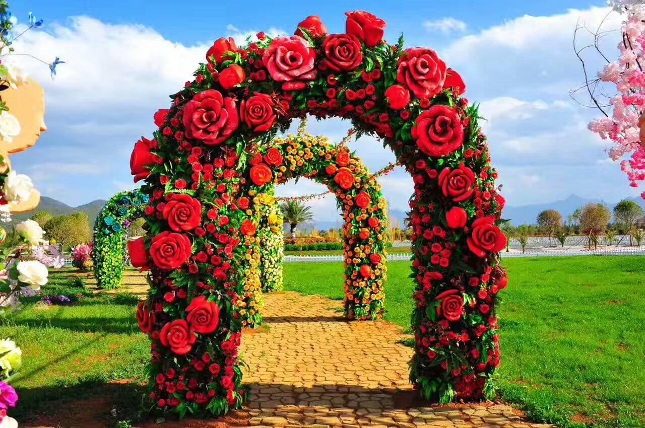 雪山玫瑰庄园,荒芜戈壁变彩田