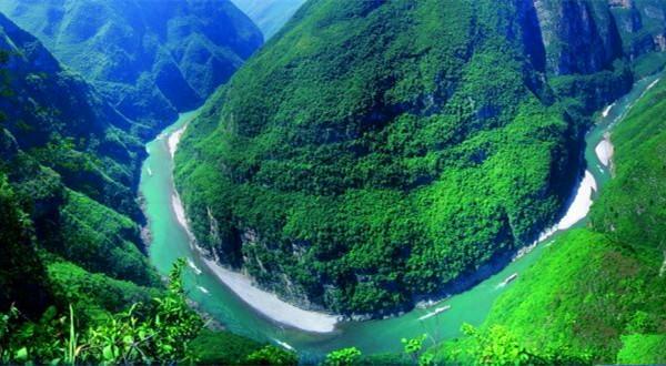 徒步穿越中国最美的长江三峡,以上帝视角俯瞰巴楚风韵