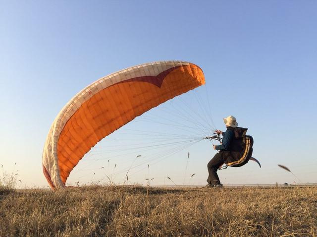 滑翔伞初级培训,让心插上翅膀自由飞翔
