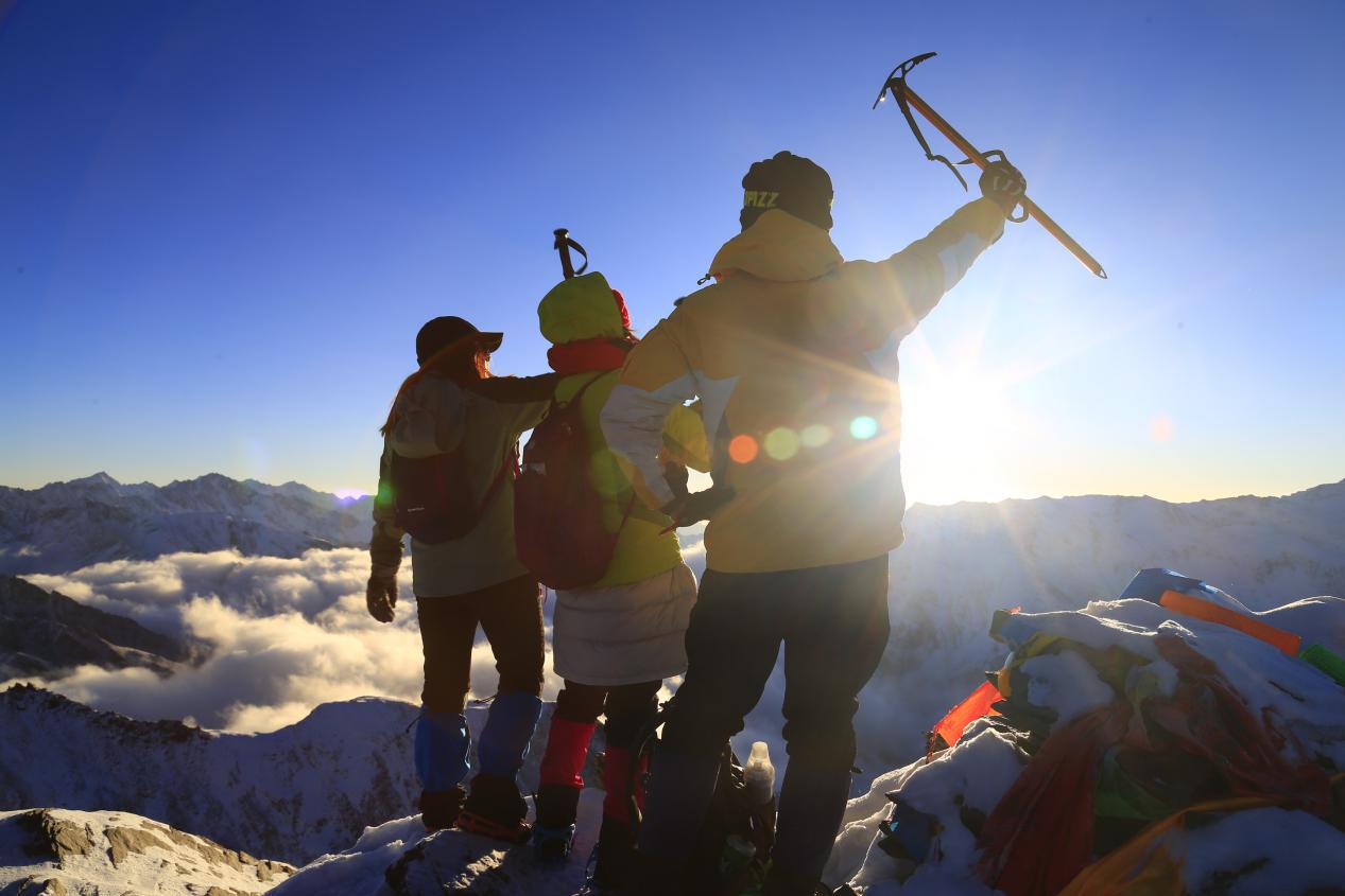 海拔5025米四姑娘山大峰攀登,近距离接触5000海拔最近的雪山