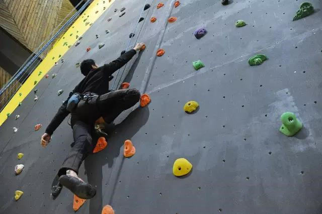 叶岩攀岩馆体验券,带给你酷爽的攀岩体验