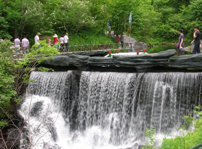 徒步凤凰山大峡谷,赏黑龙瀑布,观空中花园