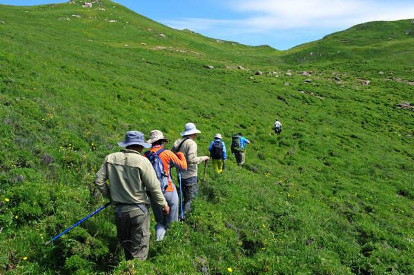 轻装徒步河北第一高山村,在茶山村露营观最美星空