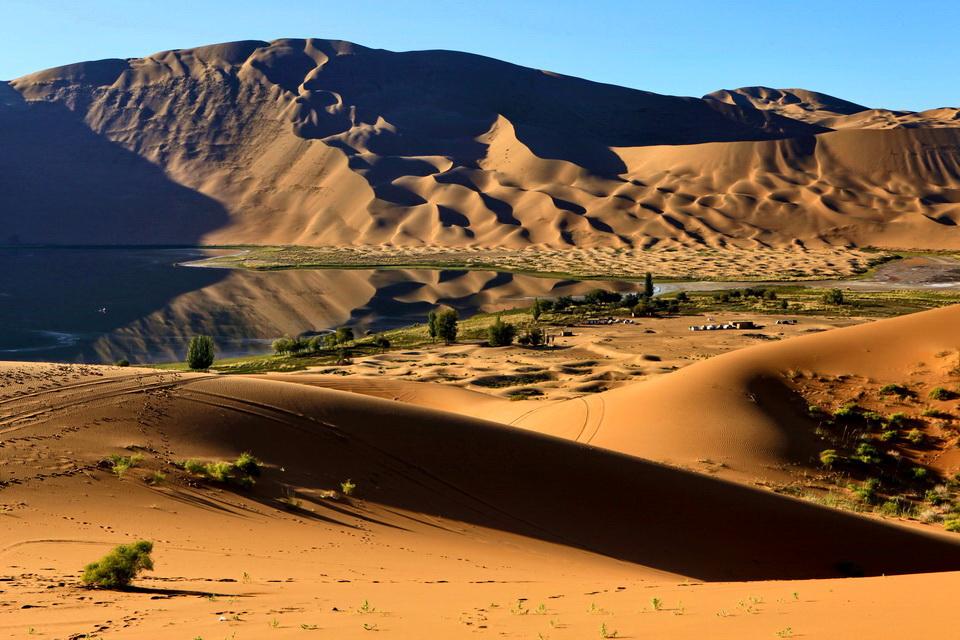 狂野放纵沙漠冲浪,徒步穿越巴丹吉林沙漠