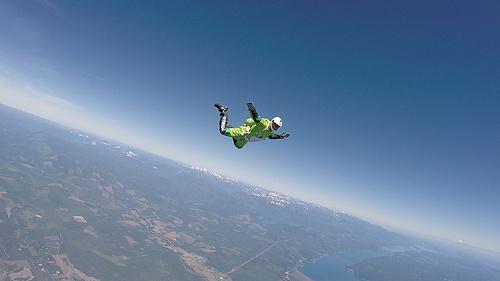 惊心动魄!7600米不带降落伞的高空自由降落