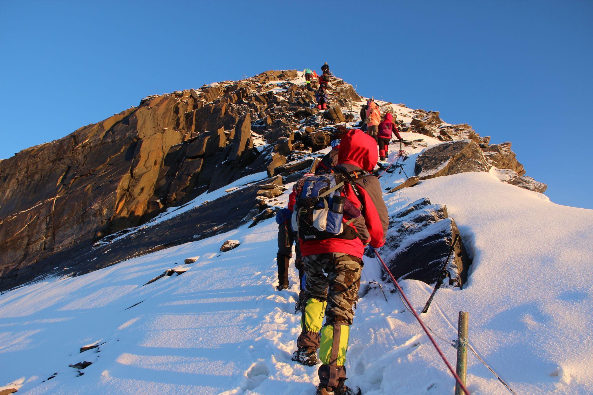 四姑娘山二峰攀登,长坪沟徒步,雪山攀登初级体验