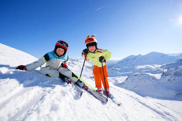冰雪奇缘快乐滑雪冬令营火热报名中......