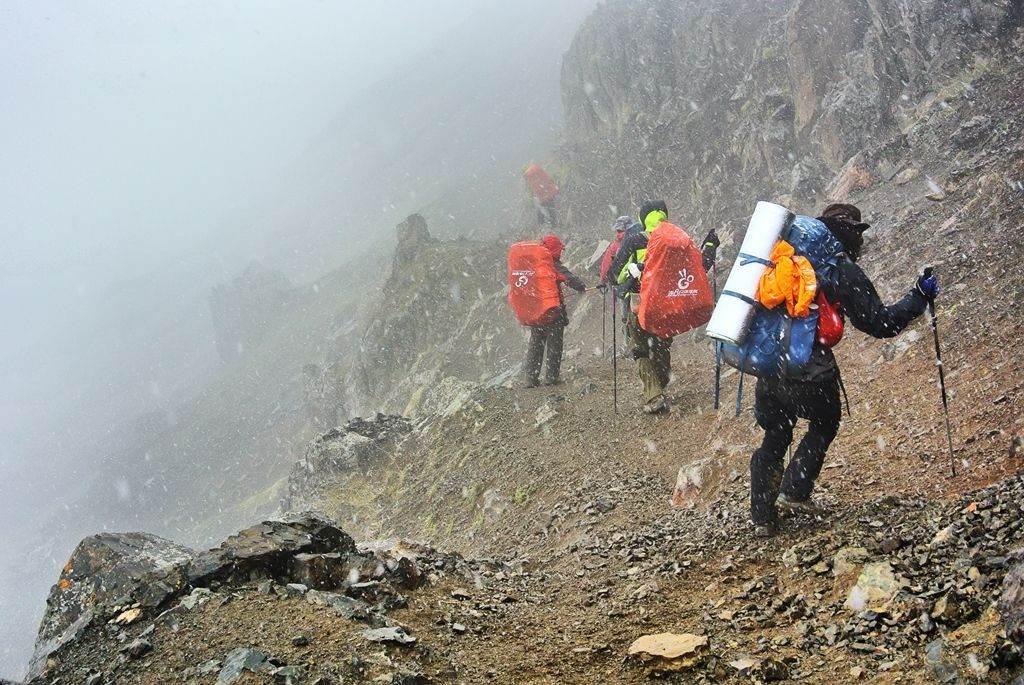 国内顶级徒步线路狼塔C+V线,挑战极限自虐拍摄超自然景色