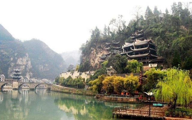 贵州黄果树-荔波小七孔-苗族过大年-梵净山精彩六日