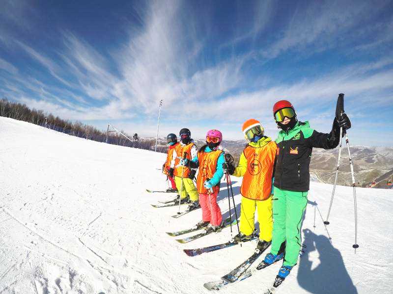 富龙滑雪冬令营六天五晚,体验着雪海冲浪的激情与刺激
