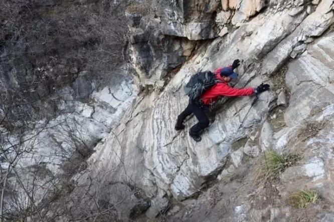 断崖历险绝壁攀岩,探秘荒废已久的野景区~1月28日北湖湾-黑豆鞍-猴山-百灵鞍-一日环穿探路.