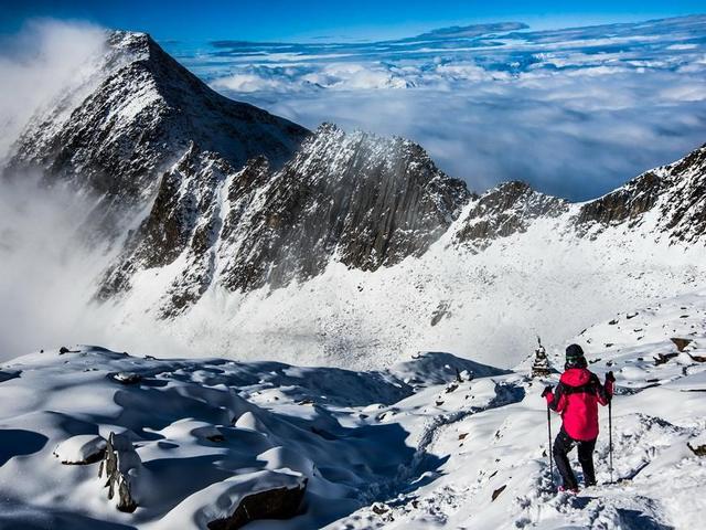 勇攀四姑娘山,二峰三峰连登,赏雪山优美风光