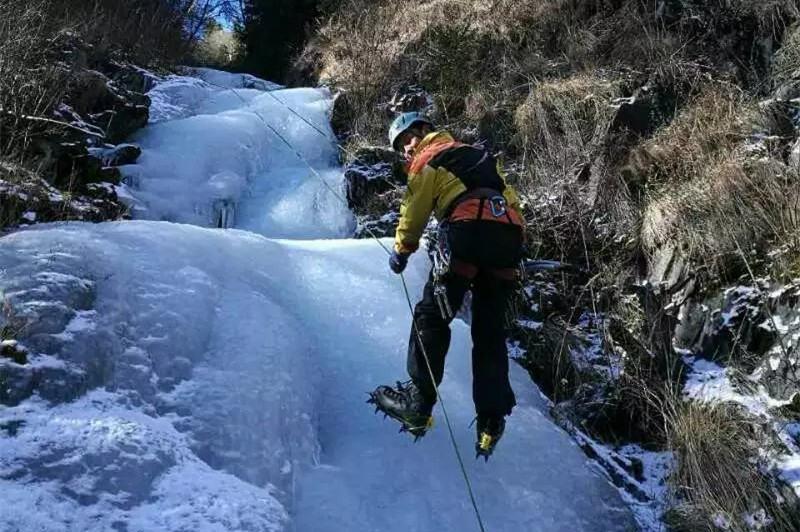 冬季攀冰,体验冰上芭蕾,四姑娘山高海拔攀冰培训活动报名中......