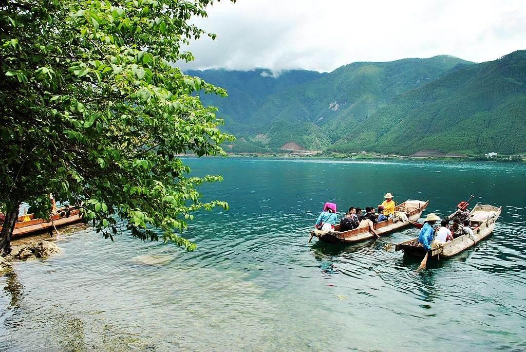 环湖行摄沪沽湖,里务比寺岛感受女儿国摩挲民族文化