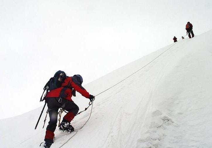 四姑娘山新走法,长坪沟内遇见海拔5480米风雪骆驼峰
