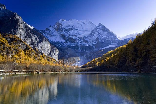 川藏南线上的仙境,稻城亚丁然乌湖来古冰川深度之旅