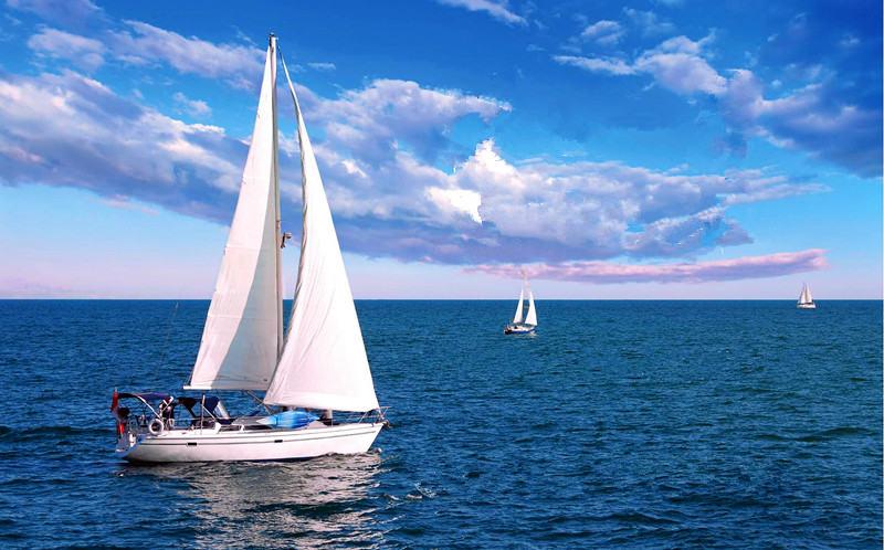 不走马观花,向朋友证明你会开帆船