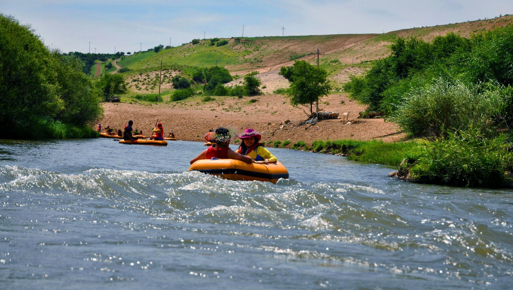 活动亮点     西拉木伦河漂流 ,漂流是夏季必不可少的户外运动