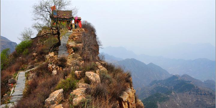 紫金山风景旅游区位于太行山东麓邢台县境内,距邢台市区66公里.