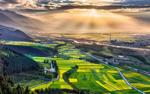 【贵德】距青海省会西宁市114公里,这里藏着海南州的贵德县.