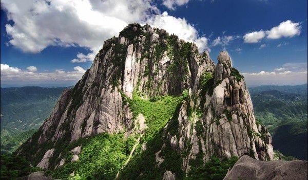 黄山风景区拥有五大奇观:松树,岩石,云海,温泉和日出.