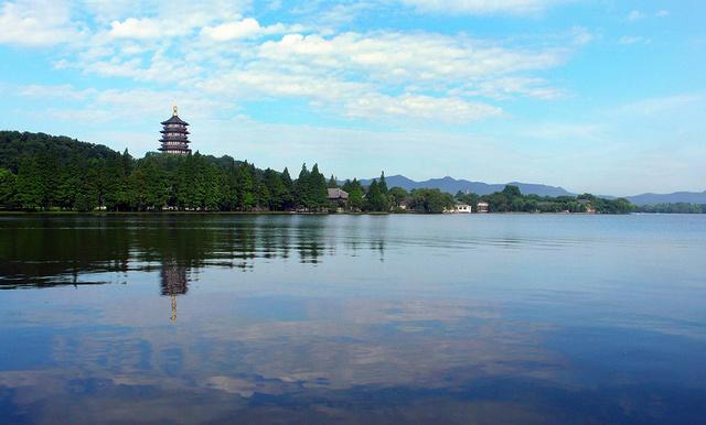 杭州西湖还是一座免费的5a级旅游景点,游客可以反复参观,大大增加了