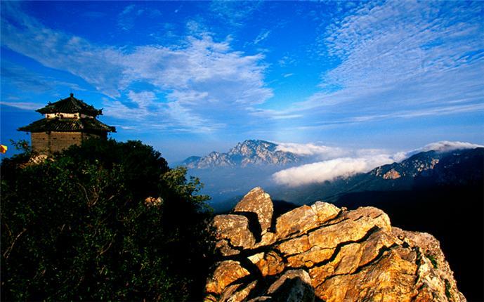 活动介绍                  嵩山为中原第一名山,因少林寺而闻名