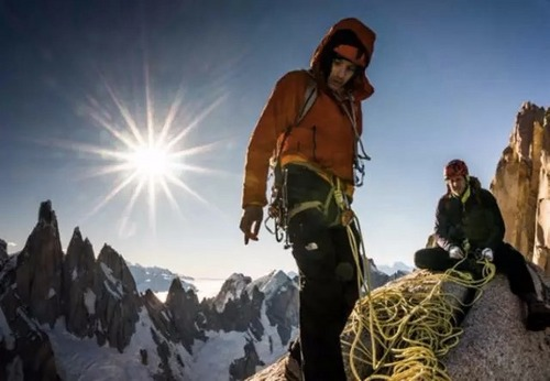 最强攀登高手挑战最美天际线!七峰连登惊不惊人?