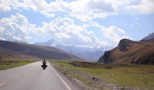 京妞摩旅丨带你见识中国最美最险的公路,独库公路!