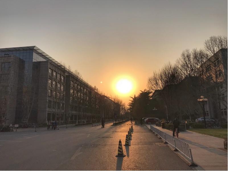 清华大学的夕阳院景