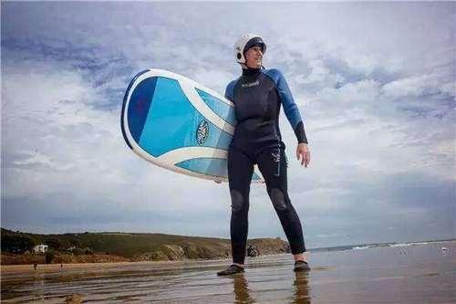 71岁的晚年能玩出什么花样,让这个玩了60年冲浪的英国老太告诉你!
