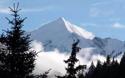 这是座在冬季攀登高手会选择的技术型雪山!