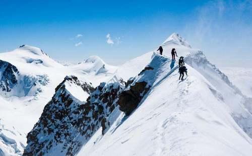 即将来临的2017我们确立个小目标,来聊聊如何登顶你人生中的第一座雪山!
