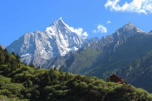 如果一生一定要登一次雪山, 5000米的四姑娘山二峰值得你留下足跡!