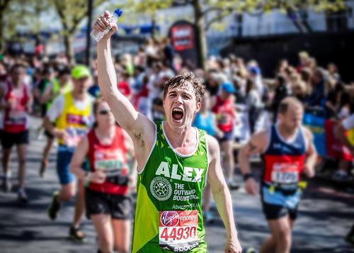 伦敦马拉松请史上最大牌发令员;中国最难挑战赛开启报名