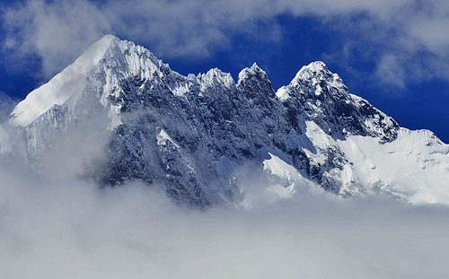 云端有路:攀登洛子峰