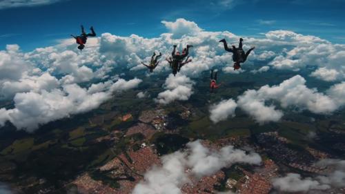 巴西跳伞嘉年华,在空中自由自在的飞翔