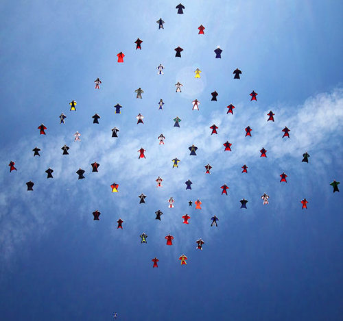61名翼装飞行者同飞,天空摆菱形超震撼