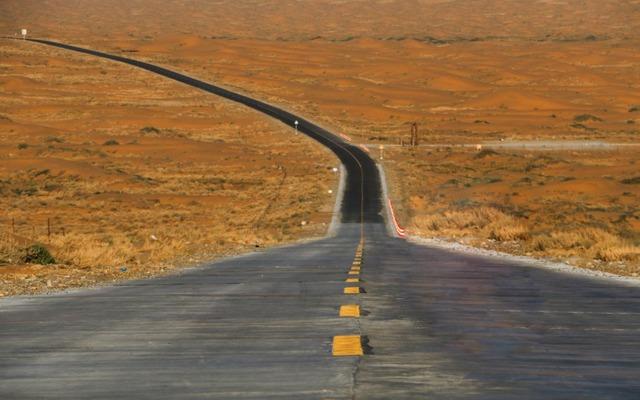 M记   国内5大沙漠公路,半天就能穿越无人区