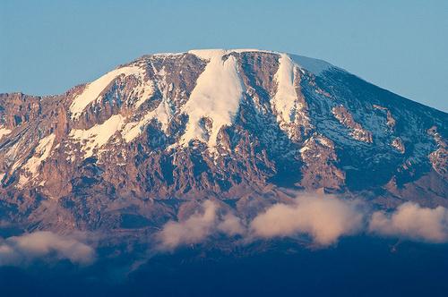 """赤道跨年 去攀""""7+2""""中唯一一座普通人也能攀的山峰!"""